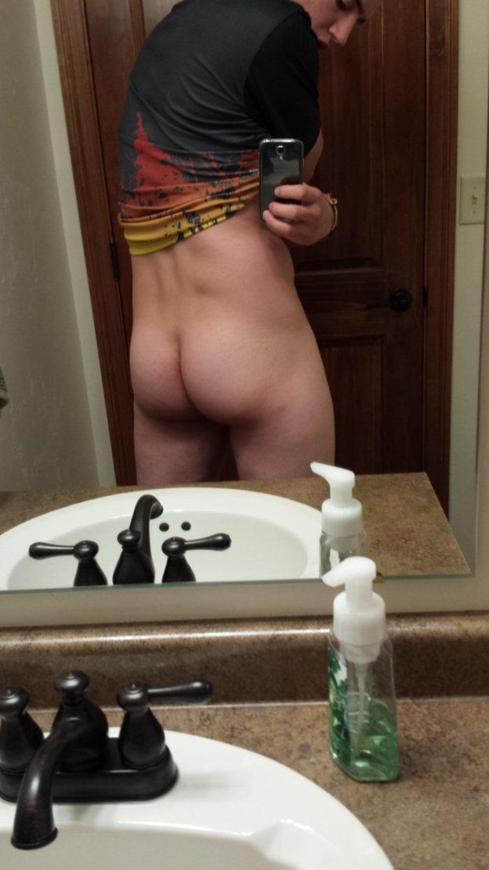 Guy shows Ass