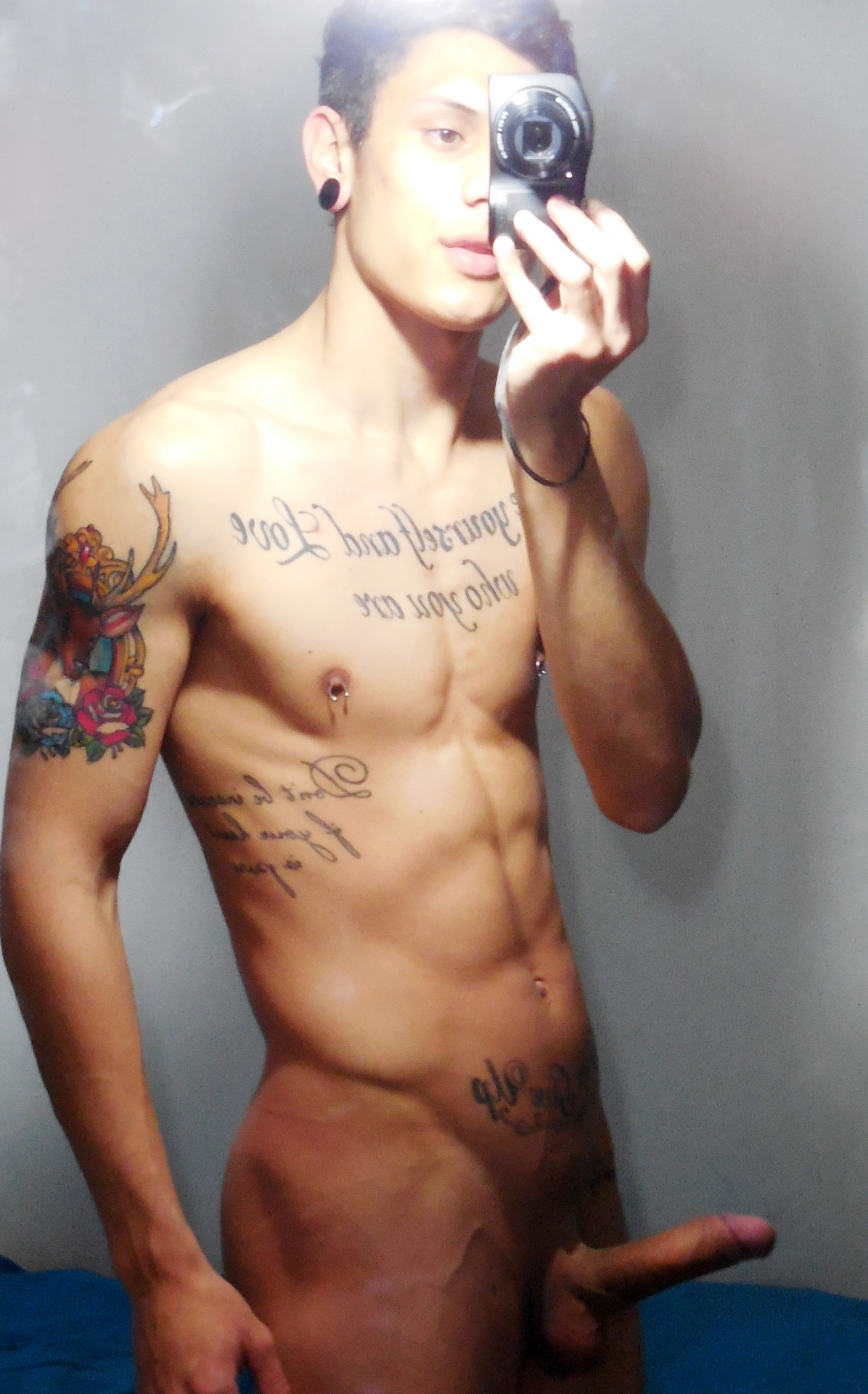 Sexy nude muscle man with tattoos